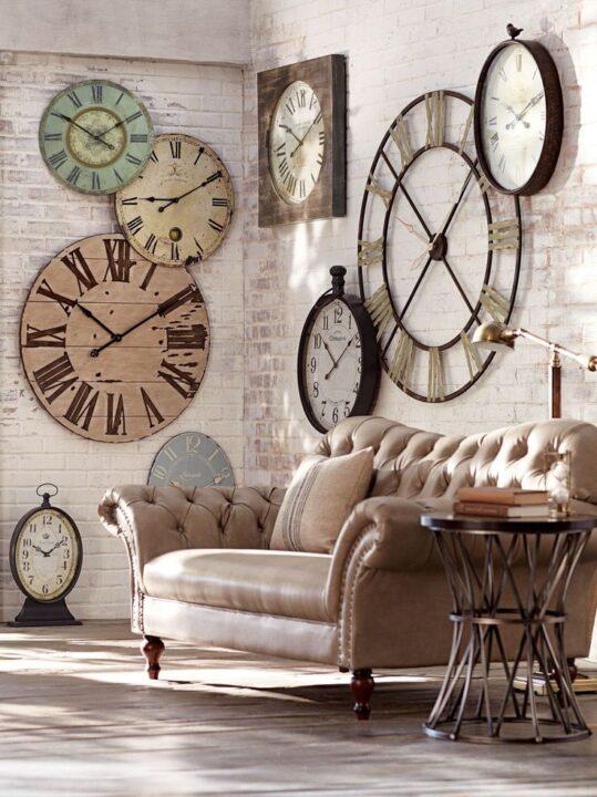 Veliki satovi kao ukras na zidu
